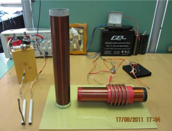 Эффективность передачи энергии...  Оба соленоида намотаны на трубе пвх с внешним диаметром 50 мм.